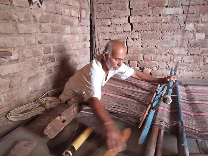 The production of the blanket is harder   घोंगडी निर्मितीचा व्यवसाय मोडकळीस