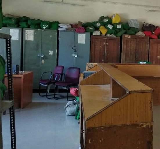 Tahsil office seized in the afternoon ... | तहसील कार्यालयात दुपारीच शुकशुकाट...