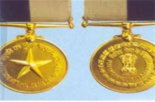 Presidential police medal for five policemen in Nashik | नाशिकच्या पाच पोलिसांना राष्ट्रपती पोलीस पदक