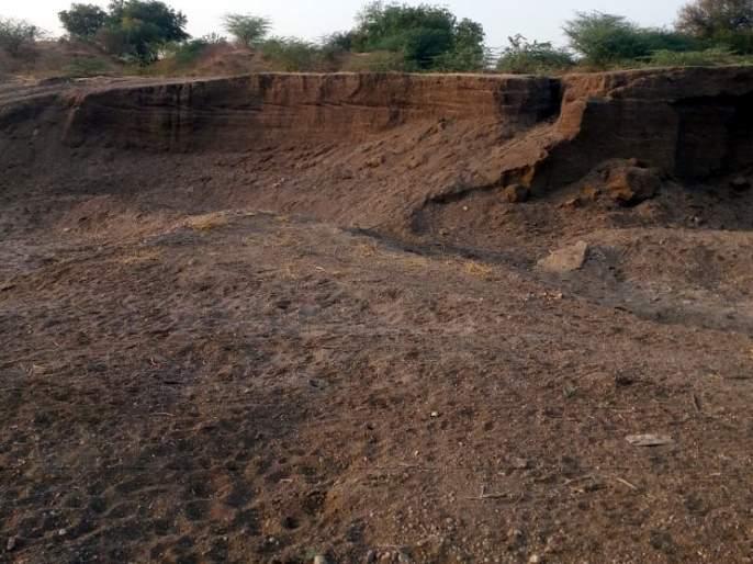 Parbhani: illegal sand extraction in Manavat taluka | परभणी :मानवत तालुक्यात अवैध वाळू उपसा