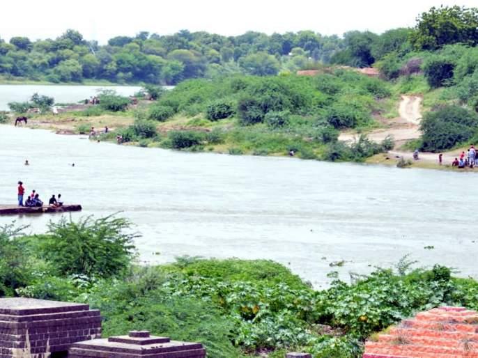 Parbhani: Water coming up to three meters in the open pool area | परभणी : खळी पूल परिसरात तीन मीटरपर्यंत आले पाणी