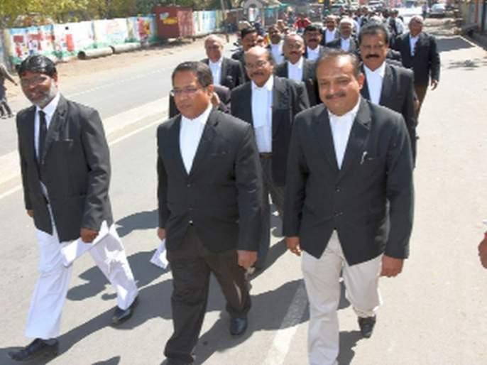 Dhule lawyer for prosecution   न्याय हक्कांसाठी धुळे वकील संघ प्रशासनाच्या दारात