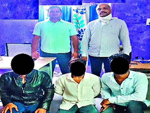 Three arrested for murder of Natale youth   नैताळे येथील युवकाच्या खूनप्रकरणी तिघे अटकेत