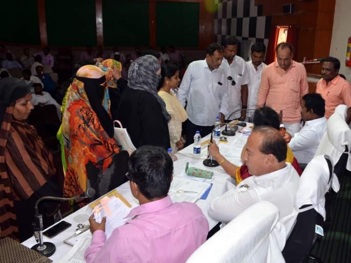 Parbhani municipality's meeting becomes stormy | परभणी महानगरपालिकेची सभा ठरली वादळी