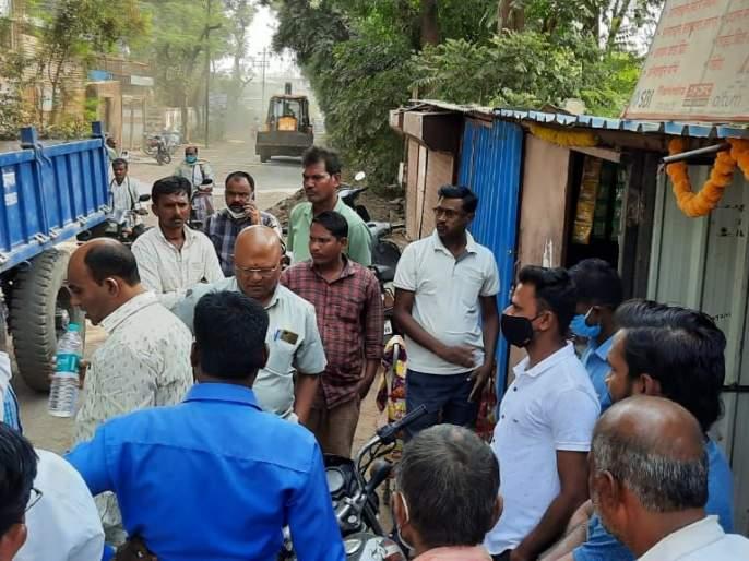Chalisgaon Municipality launches anti-encroachment drive | चाळीसगाव नगरपालिकेकडून अतिक्रमण हटाव मोहिमेस सुरुवात
