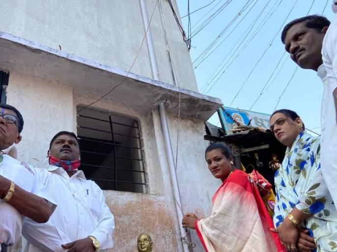 Flag hoisting by a third party in Kolhapur | कोल्हापुरात तृतीयपंथीच्या हस्ते ध्वजारोहण