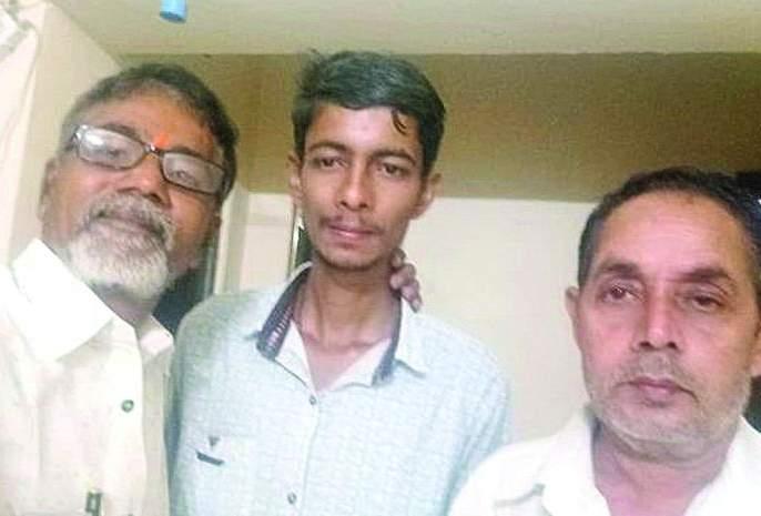 Buldhana's duo become angel for Missing boy in Tirupati | गतिमंद मुलासाठी बुलडाण्याचे दोघे ठरले देवदुत