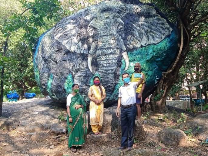 Stone paintings in the park; Almost all Mumbaikars for selfies   उद्यानांत पाषाण चित्रे; सेल्फीसाठी मुंबईकरांचीही लगबग