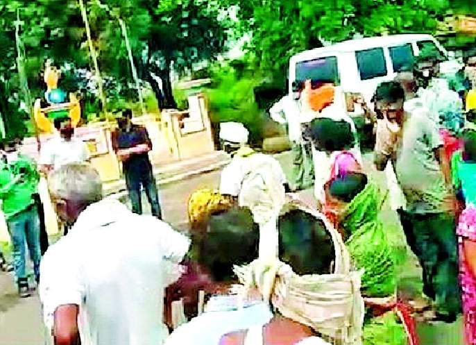The health team along with the tehsildar stopped at the village boundary | तहसीलदारासह आरोग्य पथकाला गावाच्या सीमेवर रोखले