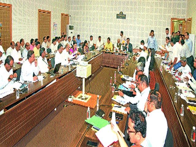 An outlay of Rs. 3 crore for the district   जिल्ह्यासाठी १८५ कोटींच्या वाढीव निधीचा आराखडा