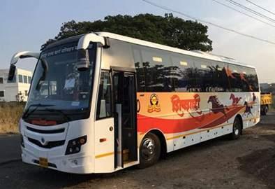 Four new 'Shivshahi' in Jalna, Ambad depot   जालना, अंबड आगारात प्रवाशांच्या दिमतीला चार नवीन 'शिवशाही'