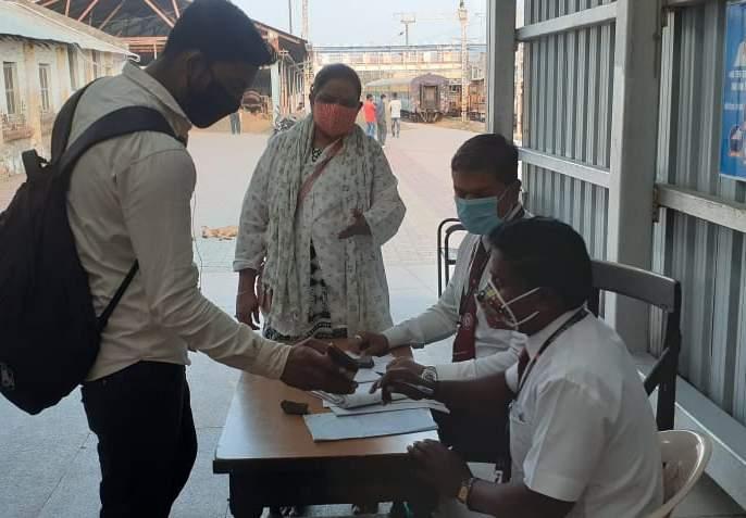 Caution from the administration at the railway station | रेल्वेस्थानकात प्रशासनाकडून खबरदारी