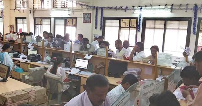 NRC's Solapurukar threatens; One month waiting for birth date   एनआरसीचा सोलापूरकरांनी घेतला धसका; जन्मदाखला मिळवण्यासाठी एक महिन्याचे वेटिंग