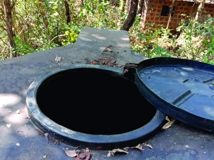 Survivors found in the water tank: Aggressive villagers | पाण्याच्या टाकीत आढळल्या जिवंत नानेट्या: ग्रामस्थ आक्रमक