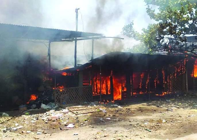Fire at Dhad; Fire at six shops | धाड येथे अग्नितांडव; सहा दुकानांना आग
