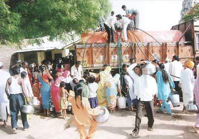 Support of 1 tanker to 90 thousand villagers | ९० हजार ग्रामस्थांना ४६ टँकरचा आधार