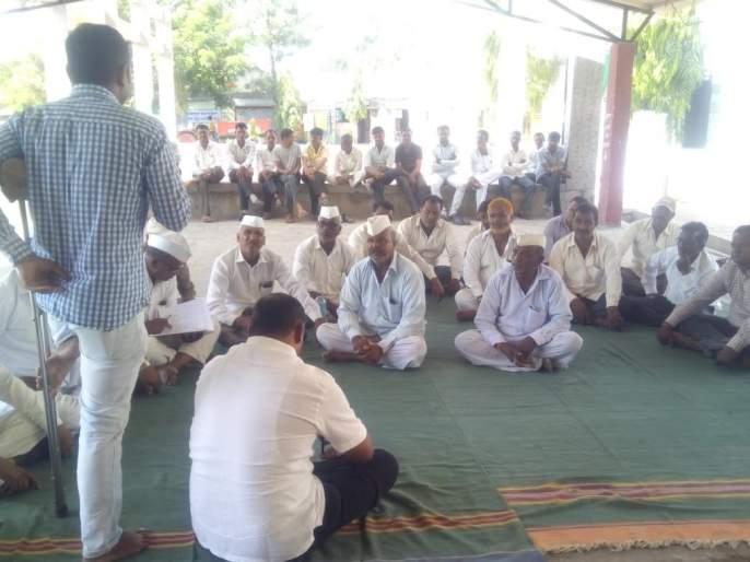 Advanced farming farming guide to farmers through the meetings of Pandharwada farmers | उन्नत शेती समृद्ध शेती पंधरवाडा शेतकऱ्यांना बैठकाद्वारे मार्गदर्शन