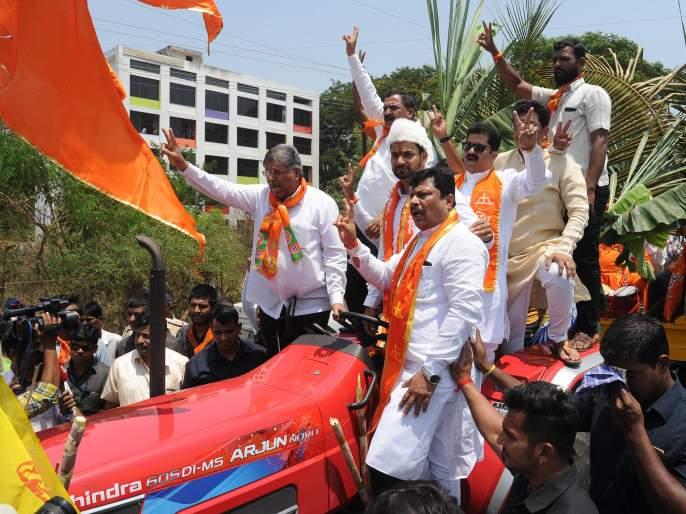 Patience with respect to Barladder | Lok Sabha Election 2019 : बारा बलुतेदारांसोबत धैर्यशील माने यांनी भरला अर्ज