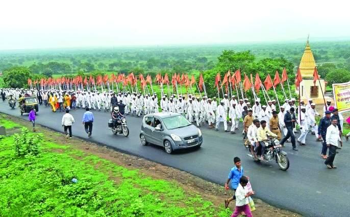 Chanting of 'Gan, Gan, Gante Bote' in Sindkhed Raja | मातृतीर्थात घुमला 'गण, गण, गणात बोते'चा गजर