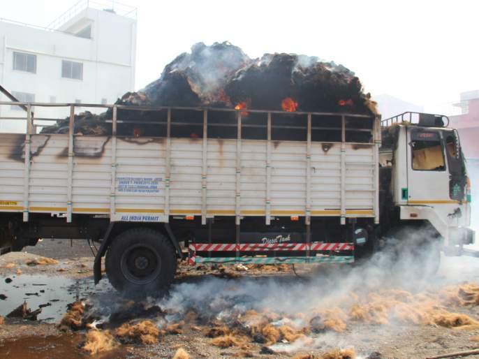 Fire brigade has not sufficient water   'बंबा'त पाणीच नाही ! आग भडकली