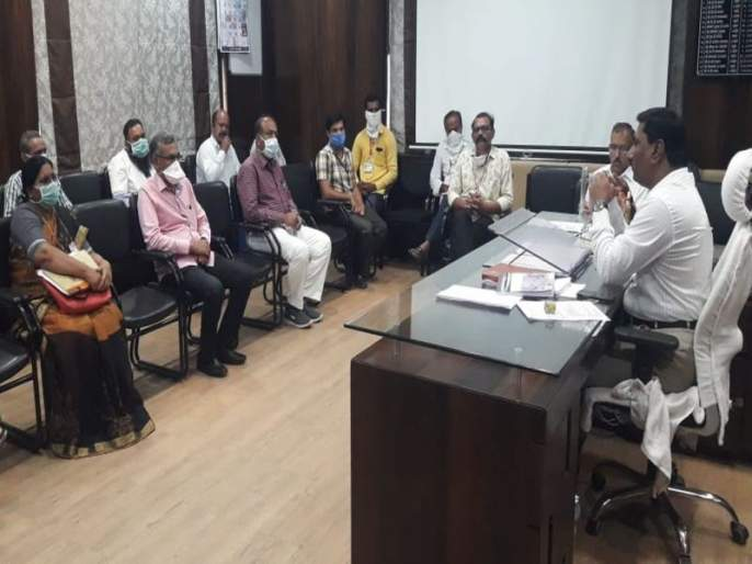 Dhule Municipal Commissioner's warning to file a case against those who refuse treatment | रुग्णसेवा नाकारणाऱ्यांविरुद्ध गुन्हा दाखल करण्याचा धुळे मनपा आयुक्तांचा इशारा