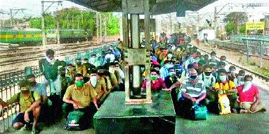 Travelers arriving at Igatpuri will leave for Mumbai again | इगतपुरी येथे आलेल्या प्रवाशांची पुन्हा मुंबईला रवानगी