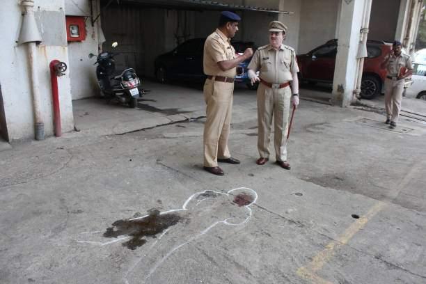 Shocking! Dowry persecution even during lockdown: embezzlement of Rs 22 lakh; Married woman commits suicide in Thane   धक्कादायक! लॉकडाऊनच्या काळातही हुंडयासाठी छळ: २२ लाखांचा अपहार; सासरच्या जाचाला कंटाळून ठाण्यात विवाहितेची आत्महत्या