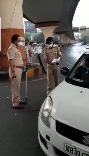 Nagpur Police Commissioner himself landed on the road   Corona Virus in Nagpur; नागपूरचे पोलीस आयुक्त स्वत: उतरले रस्त्यावर
