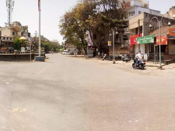 Crowd-ridden vehicles in front of grocery, medical and banks: a picture of the city | CoronaVirus Lockdown : किराणा, मेडिकल आणि बँकांसमोर गर्दी -रस्त्यावर तुरळक वाहने