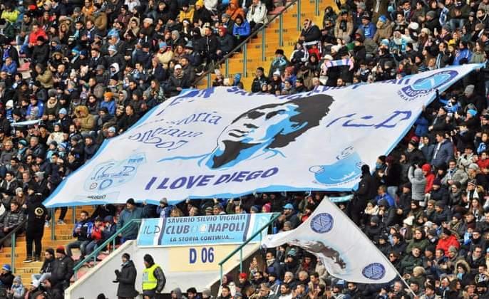 Good bye Diego Maradona ... | गुड बाय दिएगो मॅरेडोना... साश्रृनयनांनी चाहत्यांनी दिला अखेरचा निरोप