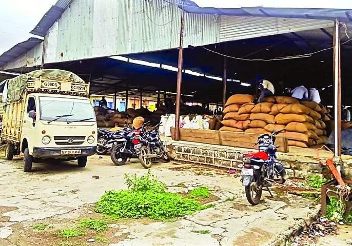 Administrator on six market committees in Buldana district   बुलडाणा जिल्ह्यातील सहा बाजार समित्यांवर प्रशासक