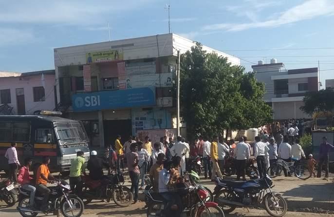 Home robbery broke out at Muhturta | आष्टीत घटस्थापनेच्या मुहुर्तावर झाली घरफोडी