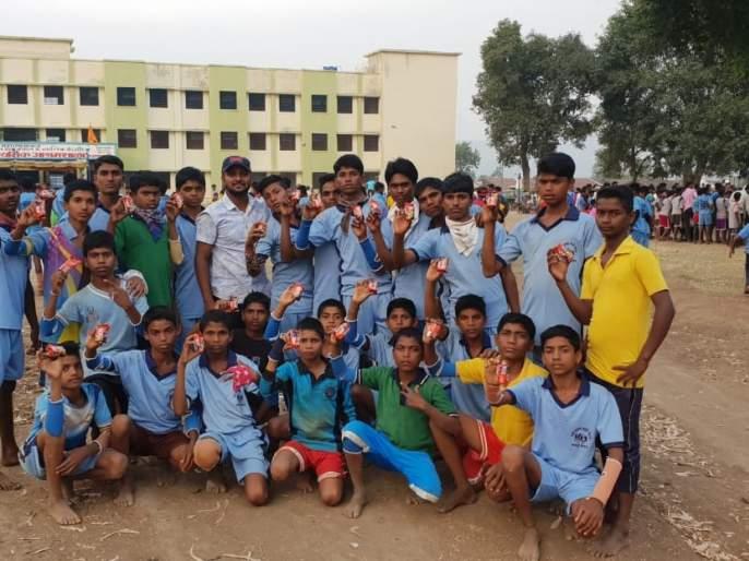 First lost Khoka team at Bhilvada Ashram School | भिलवड आश्रम शाळेतील खो खोचा संघ प्रथम