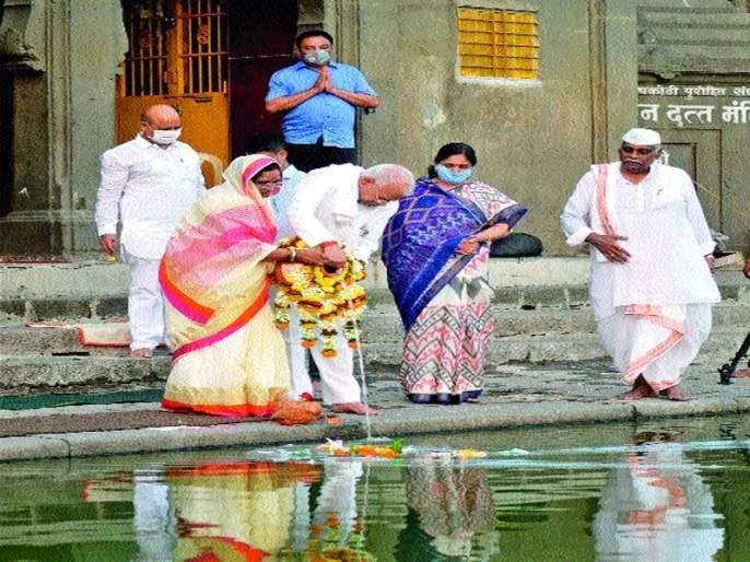 Saptnik Ganga Pujan performed by Gurumauli | गुरुमाउली यांनी केले सपत्नीक गंगापूजन