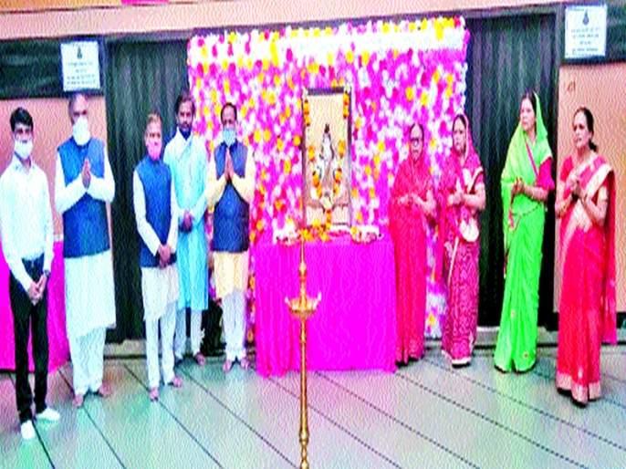 Mahesh Navami Mahotsav Image Worship at Home: Adherence to Distance Rules; The victory flag was hoisted | महेश नवमी महोत्सव घरोघरी साजरा प्रतिमापूजन : डिस्टन्स नियमांचे पालन; विजयध्वज फडकवला