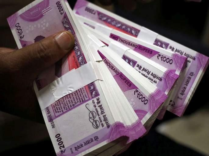 son commits fraud withdrawn 32 lakh from fathers account using mobile number   वडिलांच्या खात्यातून मुलानेच चोरले ३२ लाख