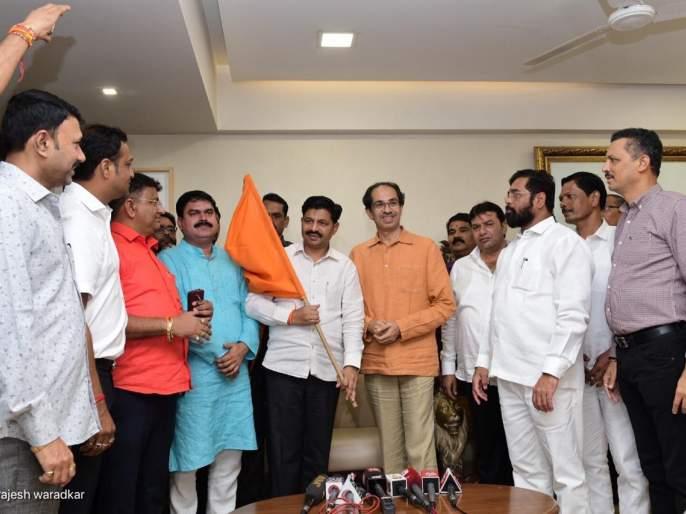 MLA Vilas Tare joined Shiv Sena, went to 'Matoshree' and built Shivbandhan   आमदार विलास तरे शिवसेनेत, 'मातोश्री'वर जाऊन शिवबंधन बांधले