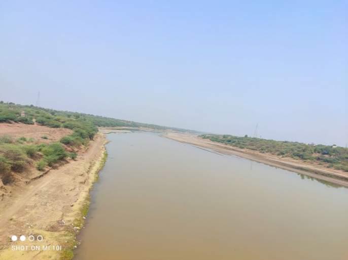 During the summer, the Tapi River began to overflow | भर उन्हाळ्यात तापी नदी दुथडी भरून वाहू लागली