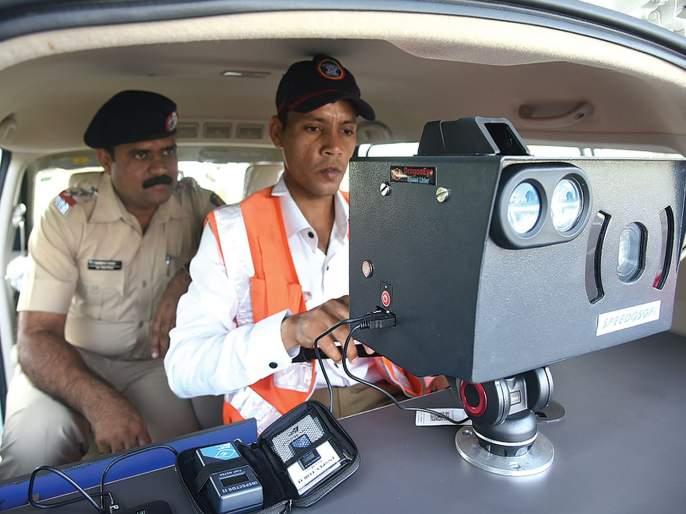 A closer look at those who break the rules of traffic | वाहतूक नियम मोडणाऱ्यांवर करडी नजर