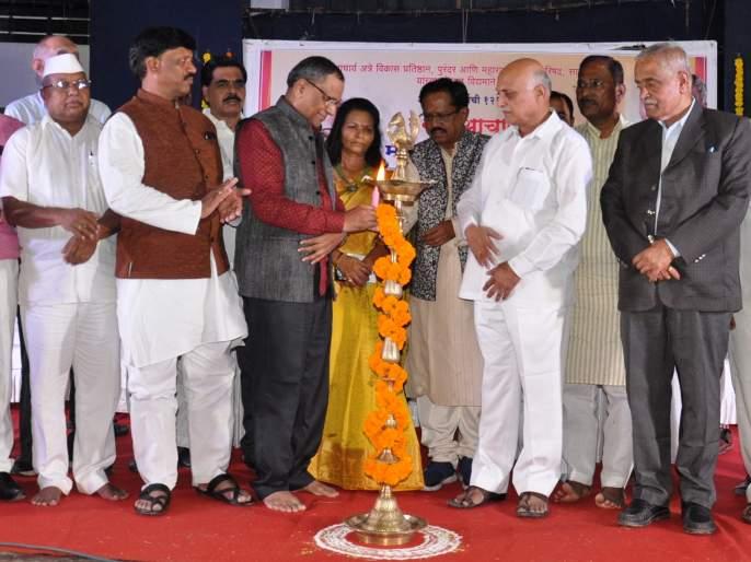 Acharya Atre worked to preserve Marathi theater - Dr. sadanand More | आचार्य अत्रे यांनी मराठी रंगभूमीला सावरण्याचे काम केले - डॉ. सदानंद मोरे