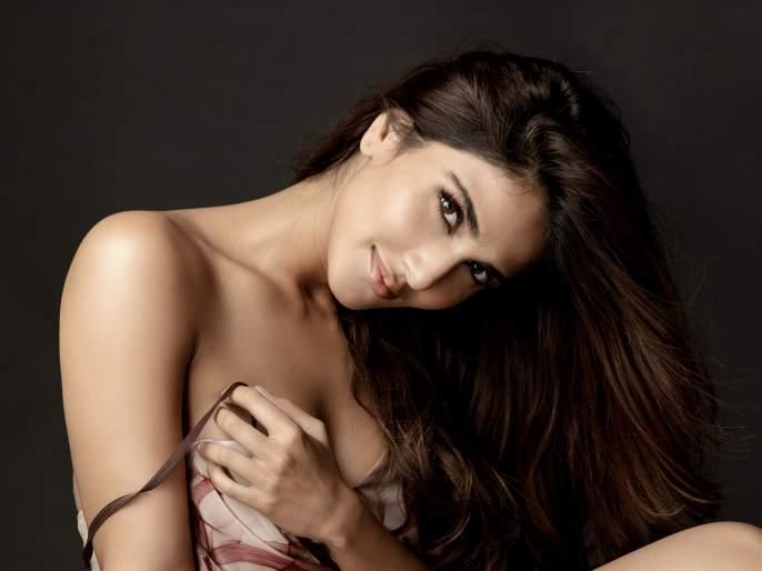 It will be an absolute honour to play Kalpana Chawla on screen ! says Vaani Kapoor | वाणी कपूरला रुपेरी पडद्यावर साकारायचीय कल्पना चावला