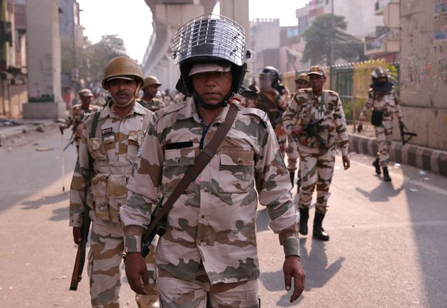 Delhi Voilence: 'Who are these people in military outfits deployed in riot areas?' Shiv Sena Asked question to Modi Government PNM | Delhi Violence: 'दंगलग्रस्त भागात तैनात असलेले हे लष्करी पोशाखातले लोक कोण?'