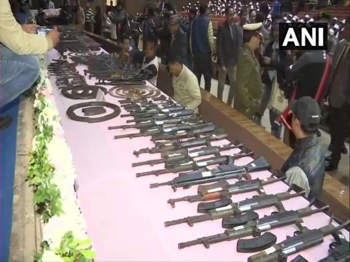 Assam 644 Militants Surrendered Big Success To State Police | आसाम पोलिसांना मोठं यश, 644 नक्षलवाद्यांनी केलं आत्मसमर्पण