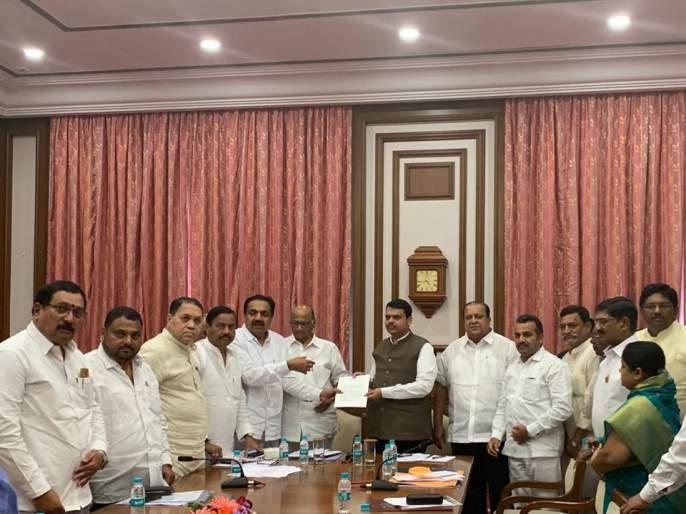Sharad Pawar meets Chief Minister Devendra Fadnavis; demands for helps flood victims of Kolhapur, Satara, Sangli | शरद पवार यांनी घेतली मुख्यमंत्री देवेंद्र फडणवीसांची भेट; पूरग्रस्तांच्या मागण्यांचे दिले निवेदन
