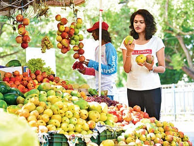 Rusla, the king of fruits, has to pay extra this year to taste sweets | अवकाळीमुळे रुसला फळांचा राजा, गोडी चाखण्यासाठी यंदा जादा पैसे मोजा