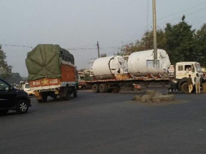 Nandurbar - The demand for a signal to Shahada Chaupuli | नंदुरबार - शहादा चौफुलीवर सिग्नल बसविण्याची मागणी