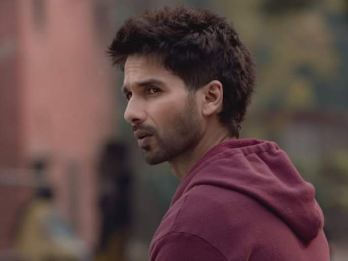 OMG! Shahid Kapoor walks out of awards show, refuses to perform after being denied Best Actor award | OMG! शाहिद कपूर भडकला, परफॉर्म न करताच निघून गेला!!