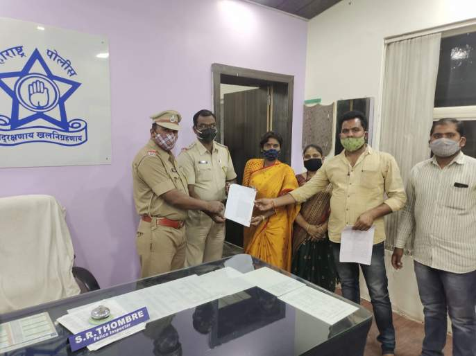 Pooja Chavan Suicide: mobile, laptop stolen by BJP leaders; Shiv Sena lodges complaint with police | Pooja Chavan Suicide Case: पूजा चव्हाणचा मोबाईल, लॅपटॉप 'या' भाजपा नेत्यांनीच चोरला; शिवसेनेची पोलिसांकडे तक्रार