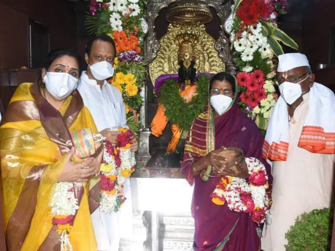 Deputy Chief Minister Ajit Pawar performed Maha Puja of Shri Vitthal as his wife | उपमुख्यमंत्री अजित पवार यांच्याहस्ते सपत्नीक श्री विठ्ठलाची महापूजा संपन्न