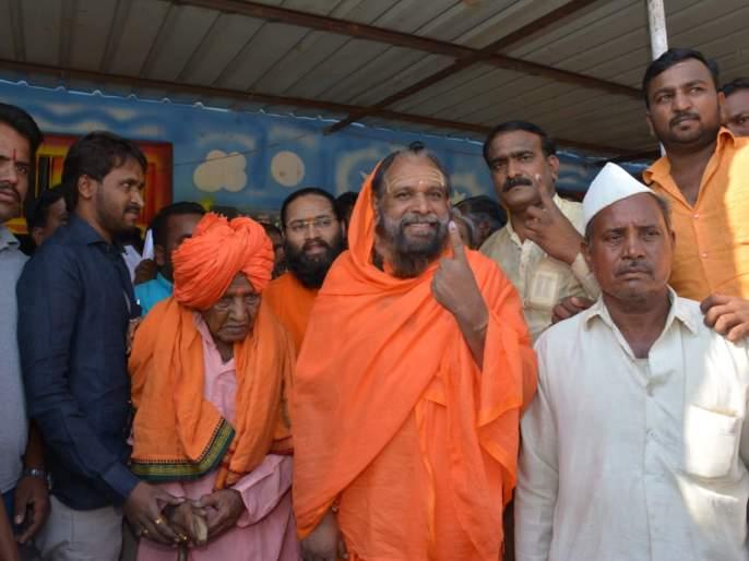 BJP Candidate jai sidheshwar swami never did voting before 2019 lok sabha elction   जयसिद्धेश्वर महाराजांनी आयुष्यात पहिल्यांदाच केलं मतदान, कारण...